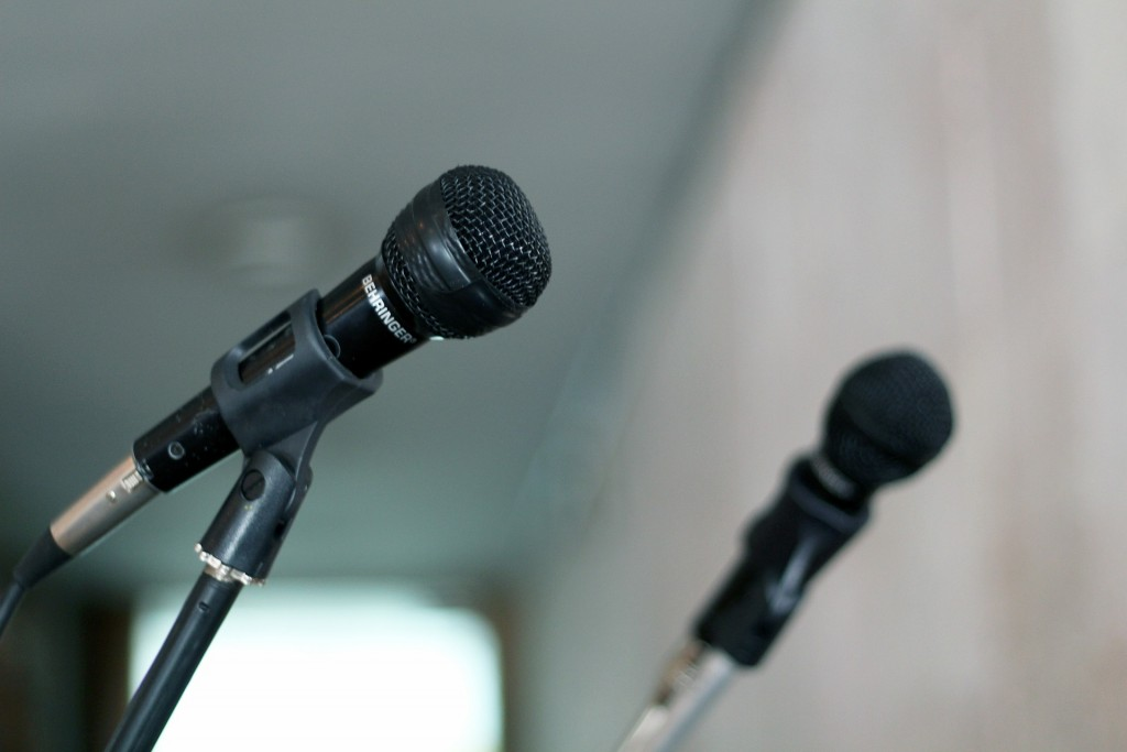 microphone-570506_1920